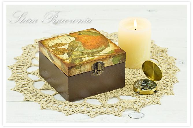 Pudełko decoupage, zdobienie decoupage, przedmioty zdobione decoupage, przecierki, pudełko z ptaszkiem, postarzanie, spękania jednoskładnikowe, crackle