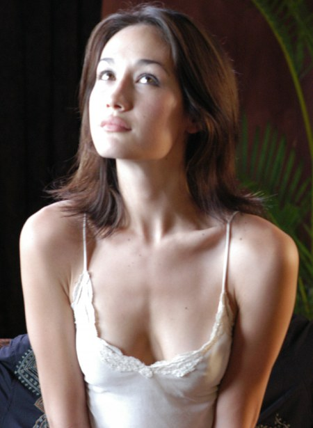 maggie q sexy cleavage 02
