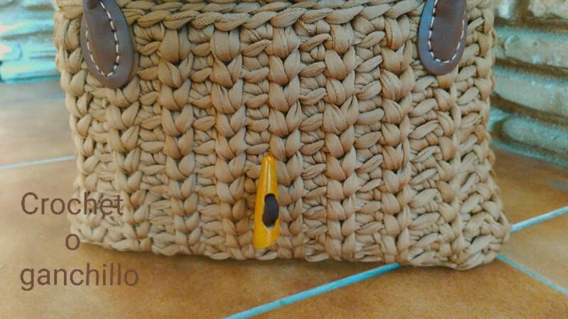 Crochet o ganchillo bolso de trapillo club cream con asas - Puntos crochet trapillo ...