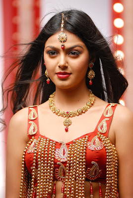 monal gajjar from sudigadu actress pics