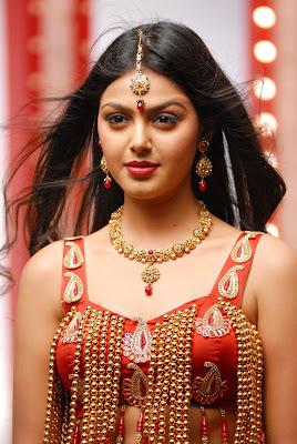 monal gajjar from sudigadu actress pics