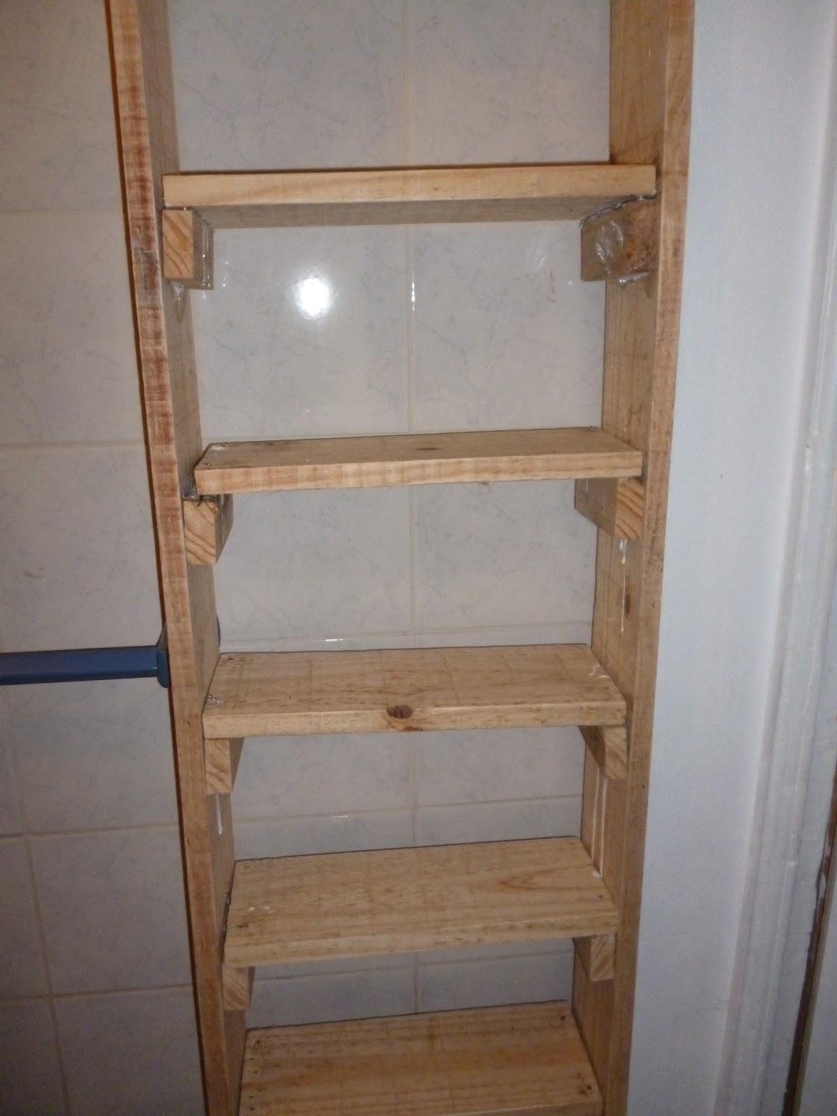 Estantes para ba os reciclados for Estanteria madera bano