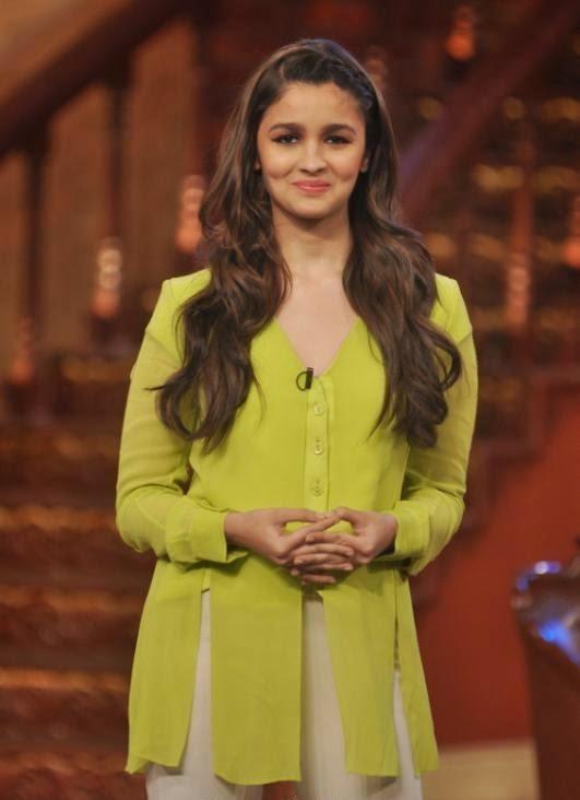 Alia Bhatt hot long legs tight pants pics at comedy nights with kapil actresses hot hd pics