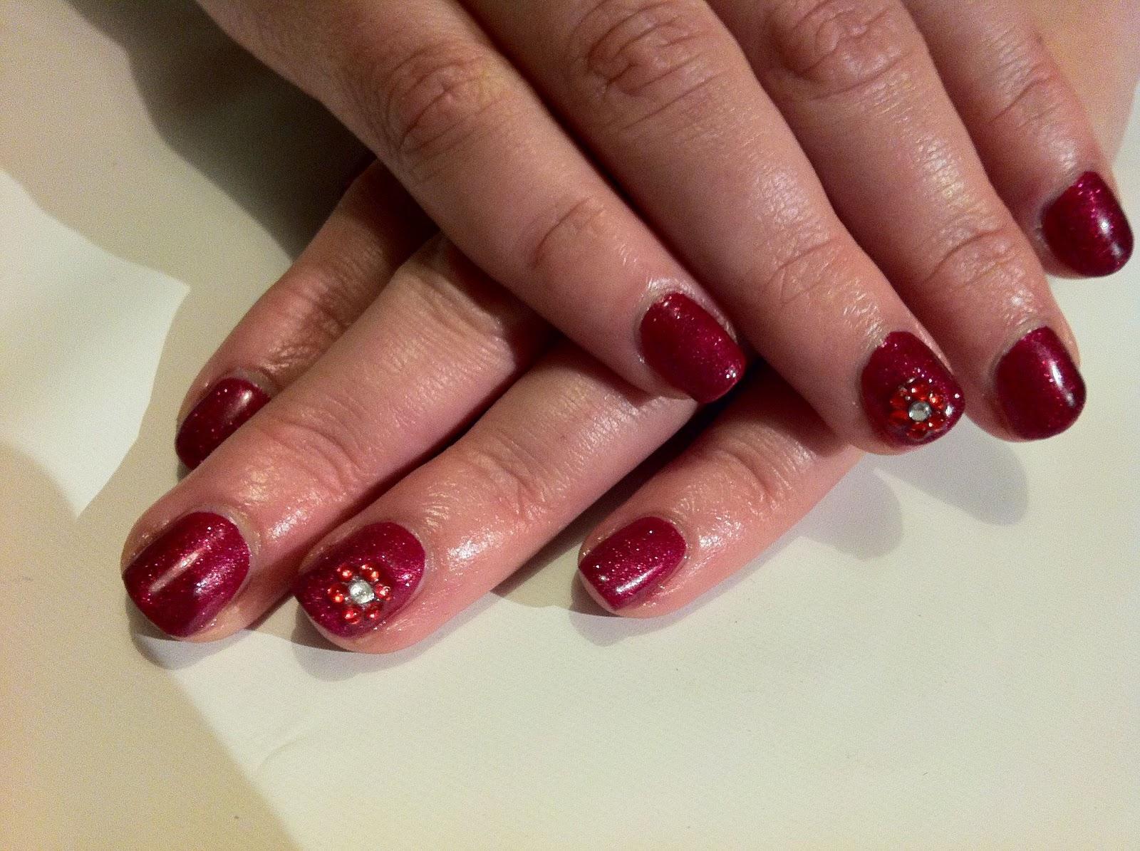 Фото шеллака на ногтях с дизайном красный цвет