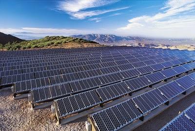 Campo de paneles solares en Extremadura