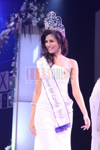 Sabrina Herft's first walk as the new Miss Universe Sri Lanka 2012