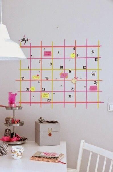 kalendarz namalowany na ścianie