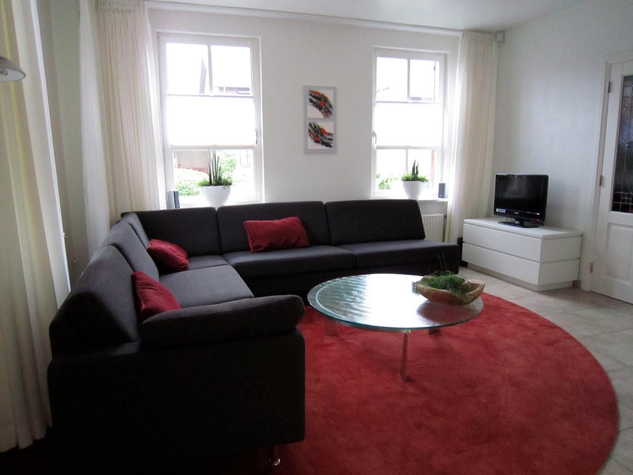 Interieur in warm rood. - Ploemen Interieur