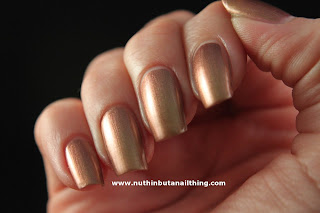 Rimmel Metal Rush Gold Save The Queen Nail Polish