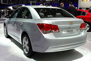 new chevrolet cruze facelift rear view