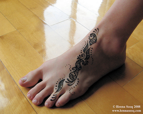 Mens Womens Fashions Mehndi or tattoos from henna is a Hindu art that