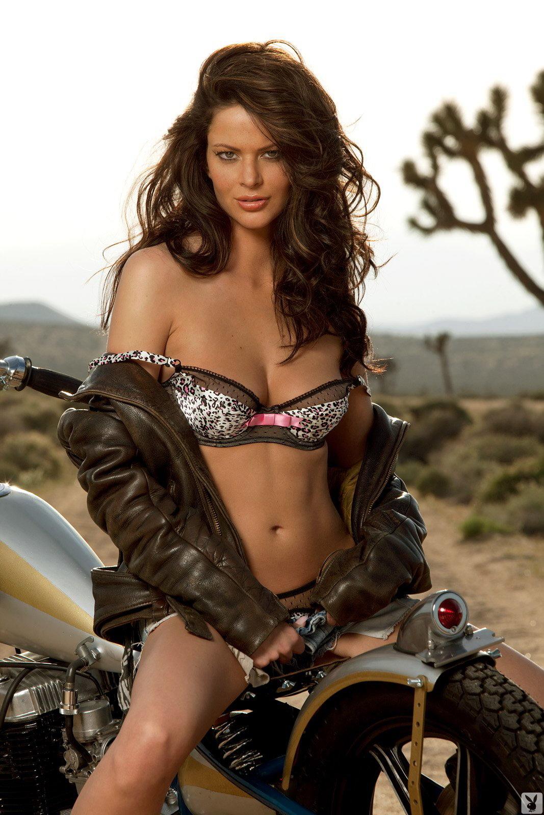 КОНКУРЕНЦИЈА - Page 3 Bsa-girl-motorbike-motographite-4
