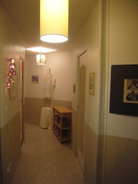Forte t te sur talons hauts couloir for Peinture couloir