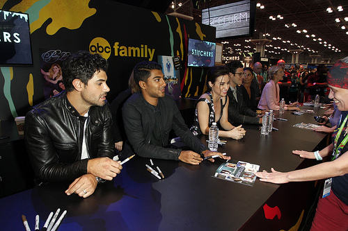 Stitchers cast signing autographs for fans at New York Comic Con
