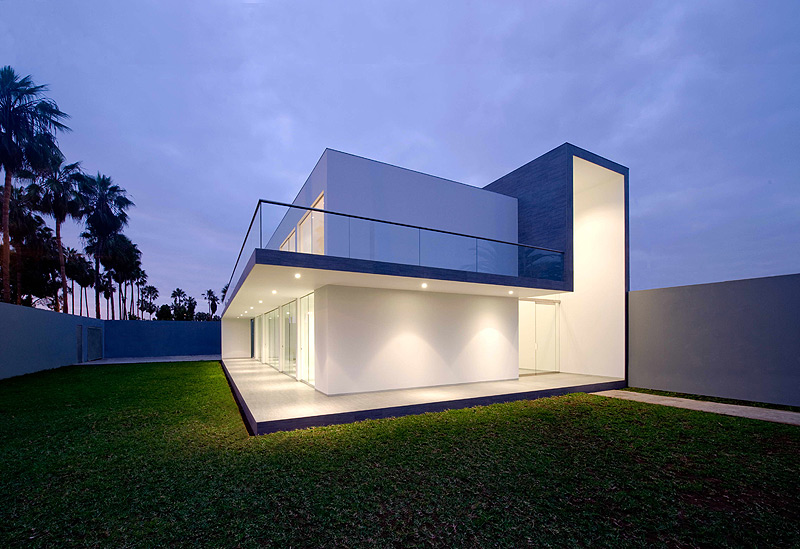 casa minimalista en lima dise ada por javier artadi