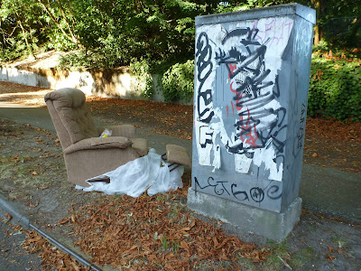 Recliner on the Side of Fremont Avenue North