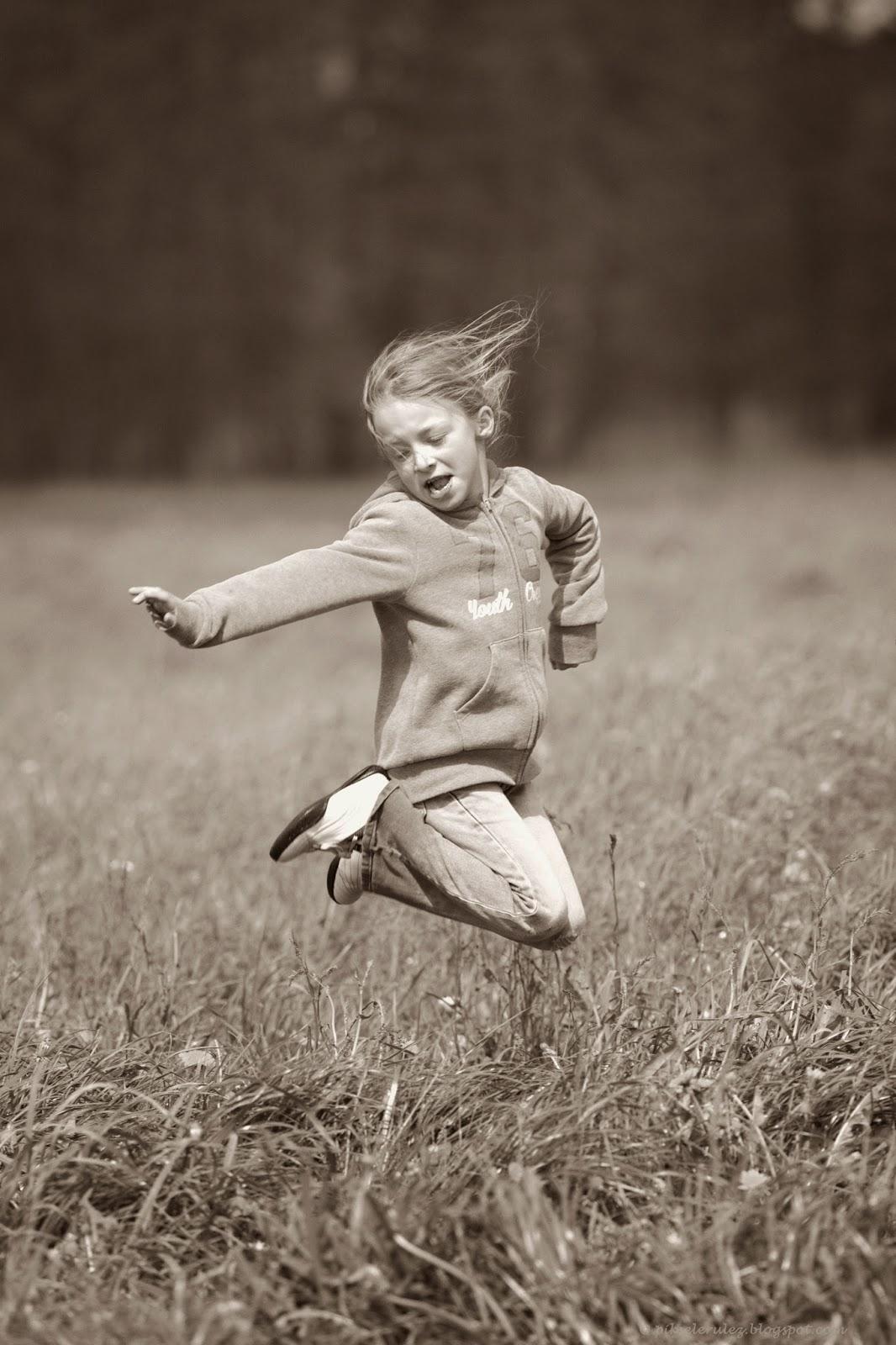 wiosna, łąka, zabawa, skoki, radość