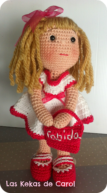 Fabiola, muñeca de ganchillo