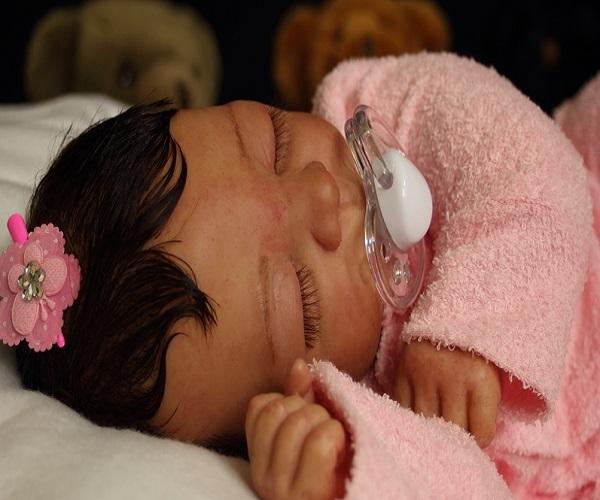 Photo bébé métisse fille