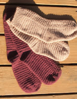 http://translate.googleusercontent.com/translate_c?depth=1&hl=es&rurl=translate.google.es&sl=en&tl=es&u=http://cobblerscabin.wordpress.com/happy-hookin/top-down-crochet-socks-free-crochet-pattern/&usg=ALkJrhgeCFJO_a2hW0HUZqyr3agbQGOlCw