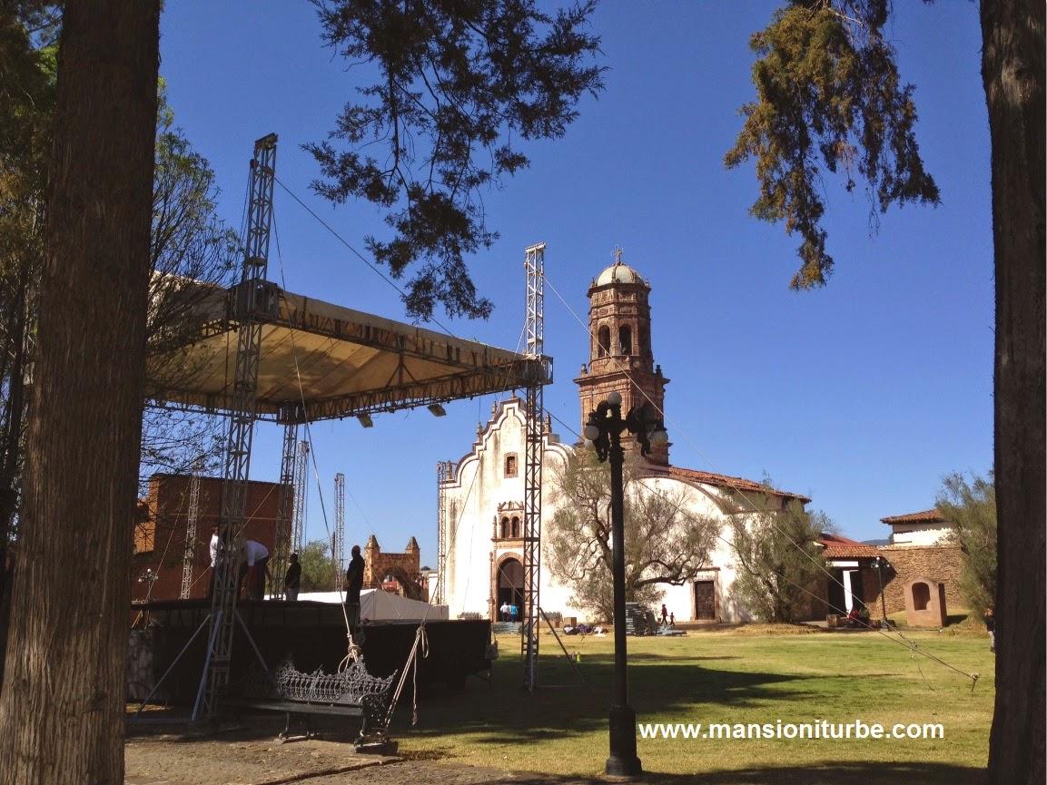 Templo de Santa Ana en Tzintzuntzan, preparativos para la Fiesta del Señor del Rescate