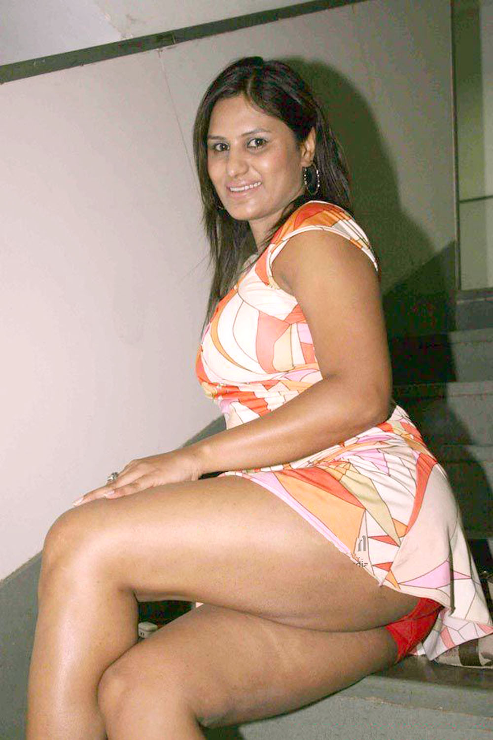 nude aunty with tight thighs