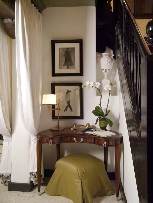 Romantic Yet Streamlined Bedroom