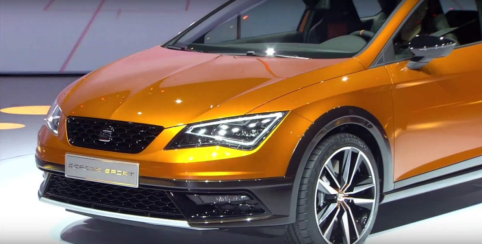 frankfurt 2015 seat leon cross sport concept 2016 live photos garage car. Black Bedroom Furniture Sets. Home Design Ideas