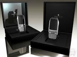 Un celular hecho con oro y diamantes