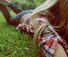 Sentir tu piel junto a la mía, nuestros besos desgastando nuestros labios.
