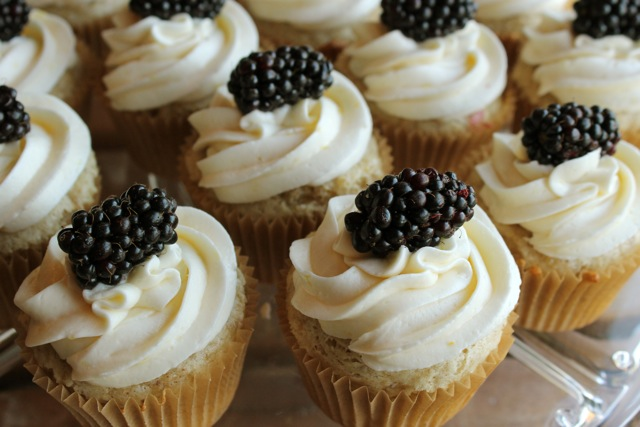 Ladyface Blog: Lemon Blackberry Cupcakes