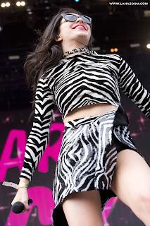 صور تشارلي اكس سي اكس خلال أدائها في BBC Radio 1's Big Weekend