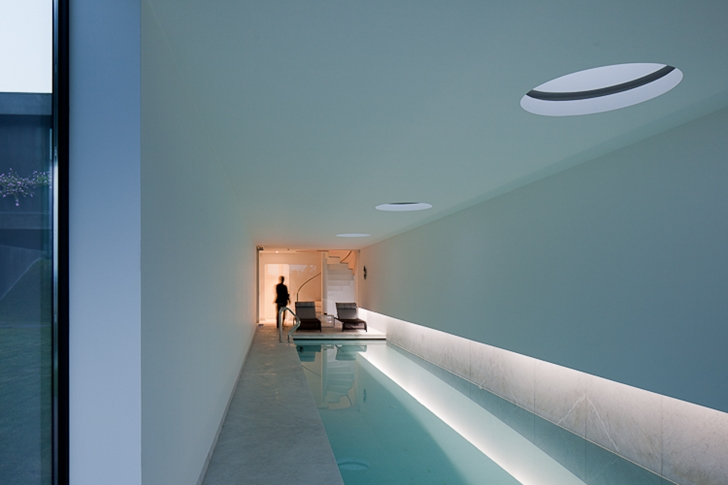 Swimming pool room in Black Concrete House by Pitagoras Arquitectos