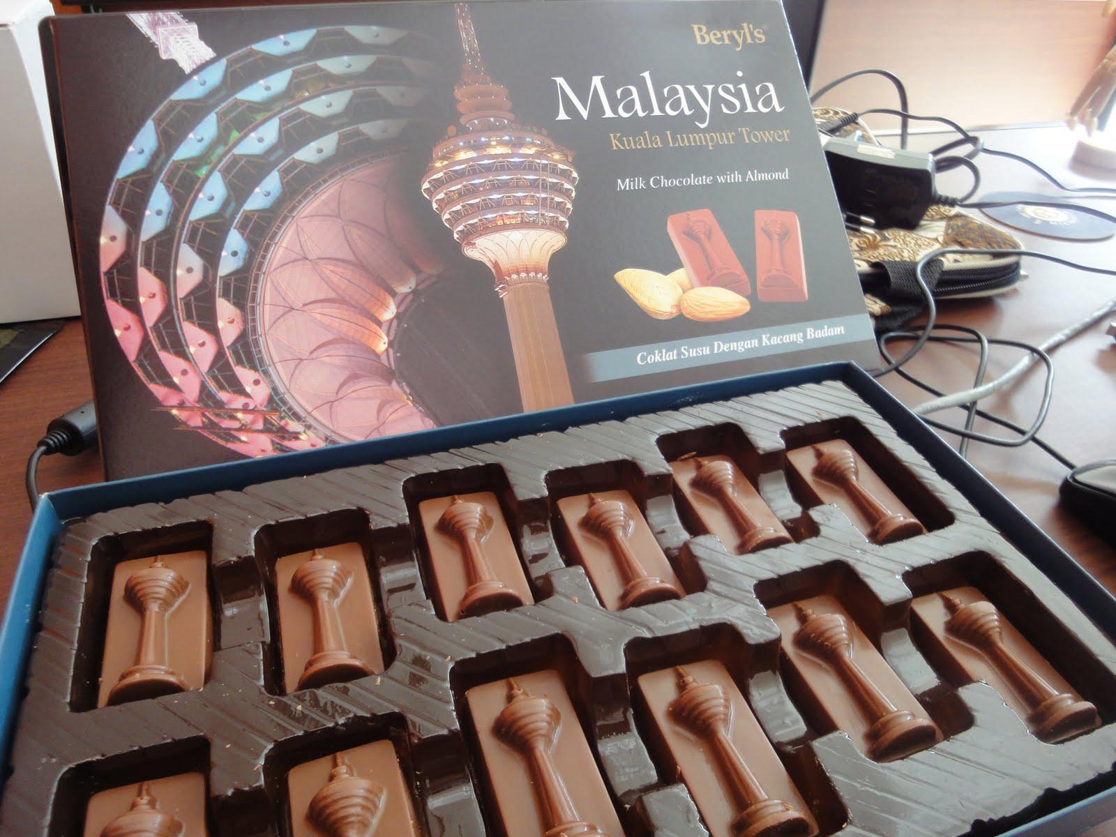 coklat di butik coklat di Kumpulan Naskah Drama Dongeng Dengan 5 Orang