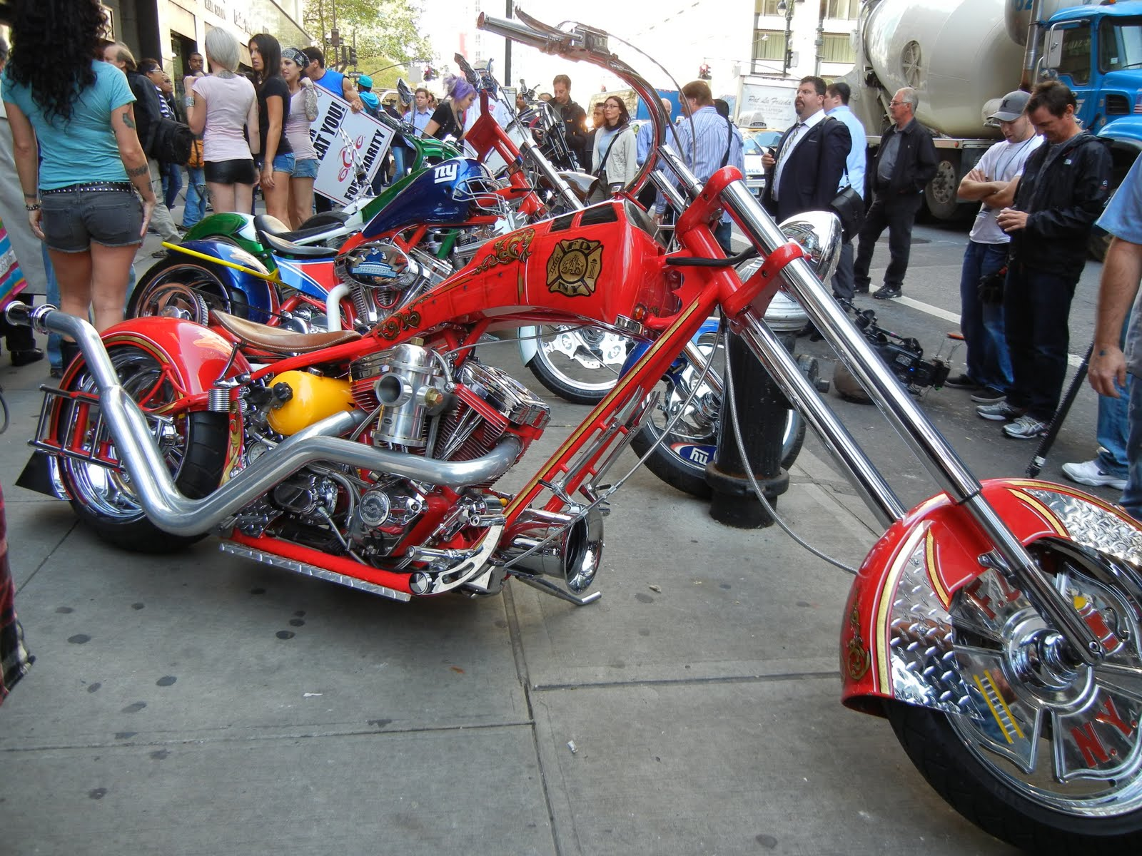 American Chopper Bike - Page 4 American%2BChoppers%2BFire%2BBike%2BPremiere%2BCouture