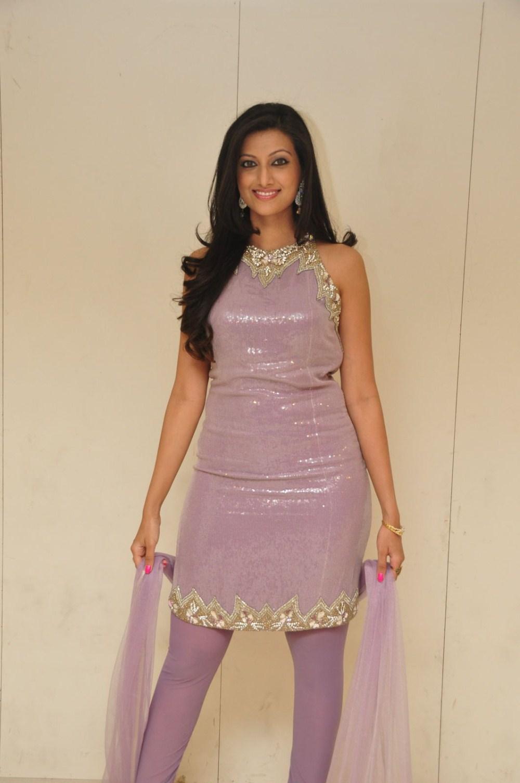 Indian models in salwar suits ~ 69CelebrityGosip