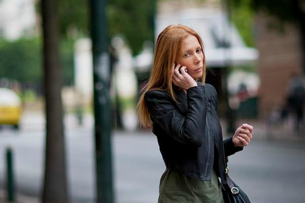 De que lado contestas tú teléfono celular