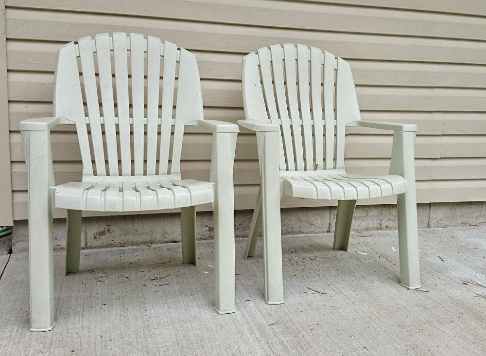 How to Spray Paint Plastic Lawn Chairs Dans le Lakehouse