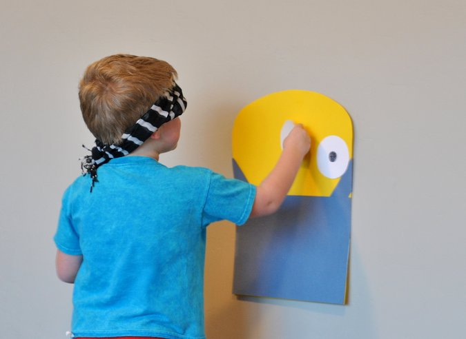 diy pin the eye on the minion game