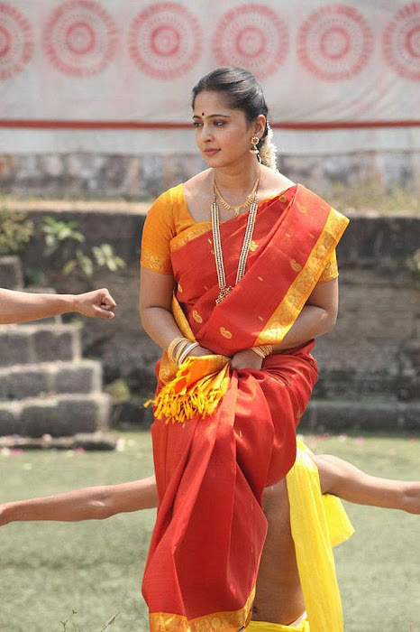 anushka in thandavam photo gallery