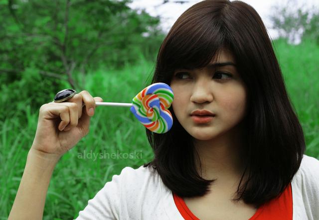 Furry Citra Dellina, Artis dan Model Cantik Indonesia