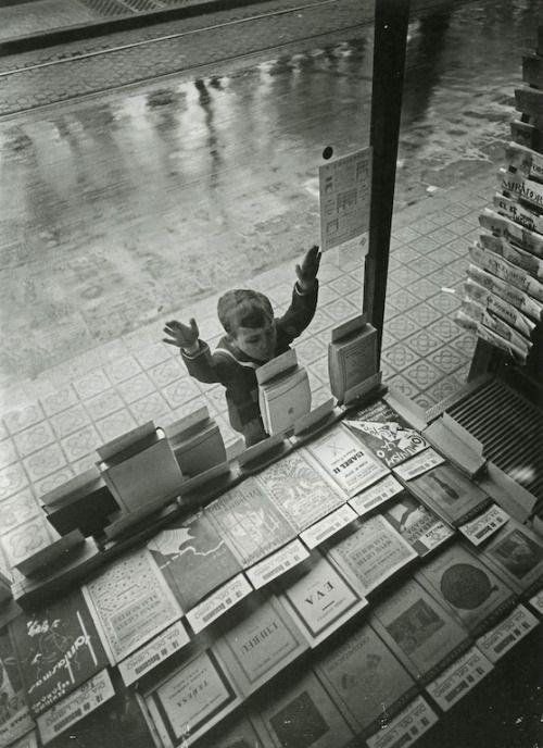 """""""Πάντα φανταζόμουν τον παράδεισο σαν ένα είδος βιβλιοθήκης"""" Jorge Luis Borges"""