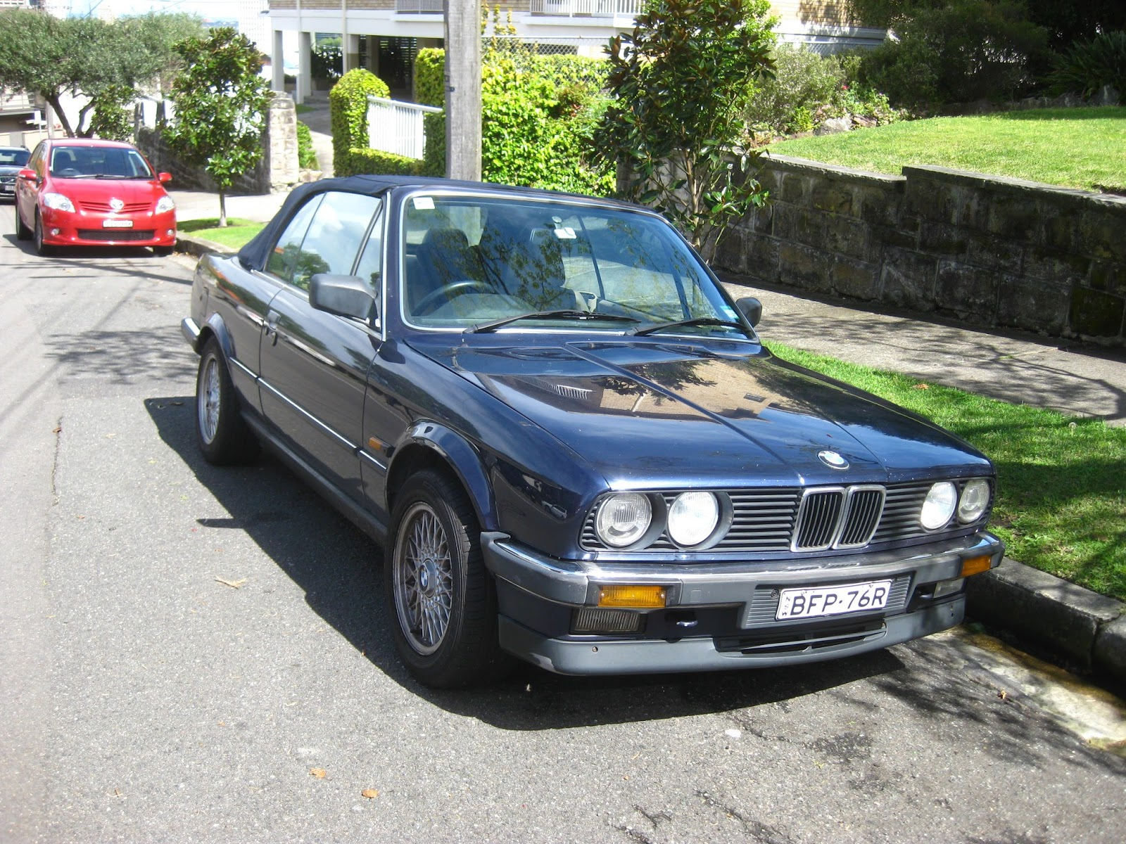 Aussie Old Parked Cars: 1985 BMW 325i Convertible (E30)