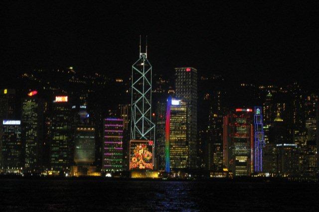 Vistas de la Bahia de Hong Kong y rascacielos desde Tsim Sha Tsui