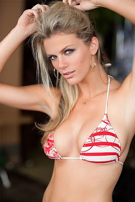 Brooklyn Decker Sexy Bikini