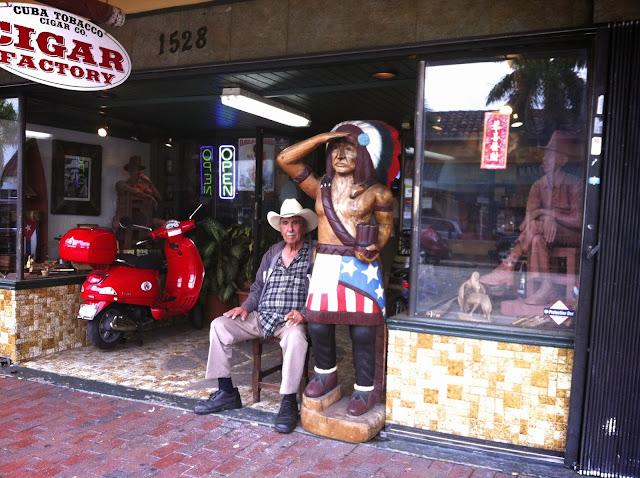 Fachada da Fábrica de charuto em Little Havana