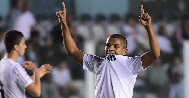 David Braz abriu o caminho para a tranquila vitória do Santos sobre o São Paulo (foto: Sergio Barzaghi/Gazeta Press)