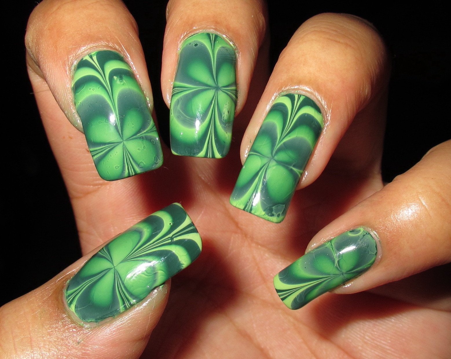 Simple Leaf Nail Design