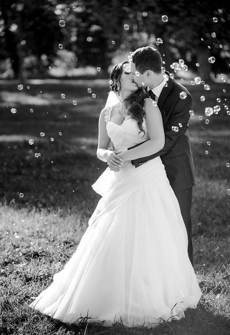 muilo burbulai per vestuvių fotosesiją