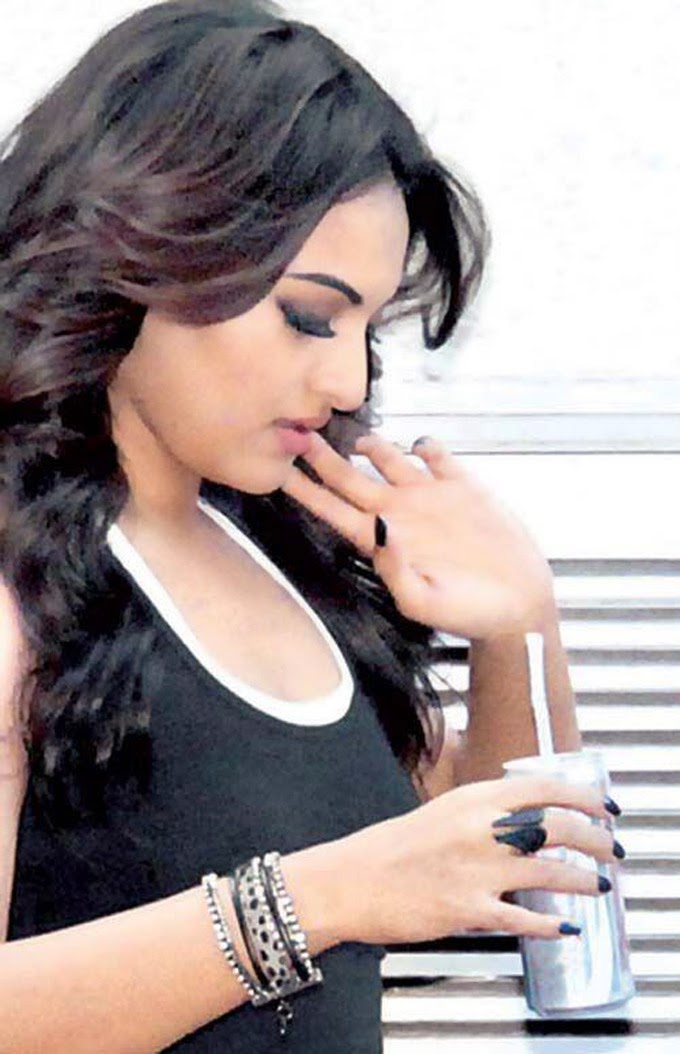 Sonakshi Sinha on the sets of film Action Jackson
